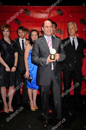 Peabody award winner Matt Weiner (C) with cast of Mad Men L-R: Christina Hendricks, Vincent Kartheiserr, Elisabeth Moss, Jon Hamm, John Slattery, January Jones