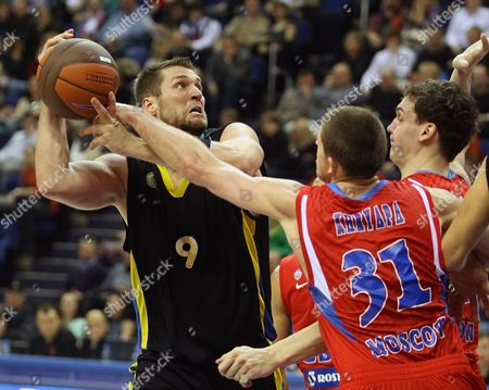 Sasha Kaun (r-beck) and Viktor Khryapa (r) of Cska Moscow Fight For a Ball with Jared Homan (l) of Bc Maroussi During Their Euroleague Group C Basketball Match in Moscow Russia 02 December 2009