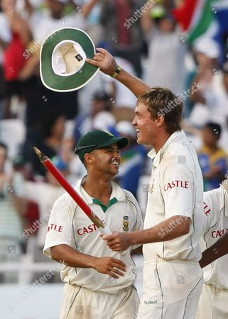 South African Players Paul Harris (r) and Jp Duminy (l) Celebrate Winning the Test Match On Day Four of the Third Cricket Test Match in the Series Between Australia and South Africa in Cape Town South Africa 22 March 2009