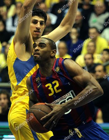 Lior Eliyahu of Maccabi Electra Tel Aviv (l) Fights For the Ball with Alan Anderson of Fc Barcelona During Their Euro League Basketball Match in the Nokia Arena in Istanbul Turkey on 24 February 2011 Turkey Istanbul