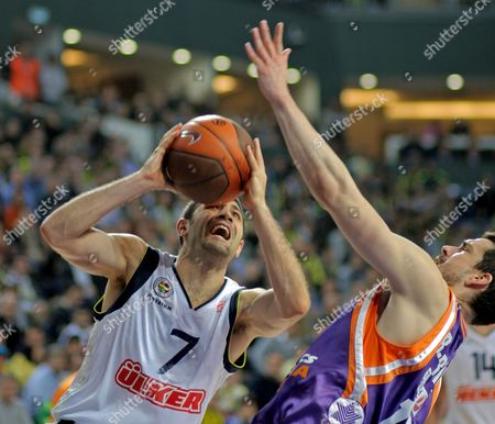 Fenerbahce Ulker's Omer Onan (l) Goes to Basket Under Defence of Power Electronics Valencia's Rafa Martinez During Their Euroleague Top 16 Match at Sinan Erdem Arena in Istanbul Turkey on 27 January 2011 Turkey Istanbul
