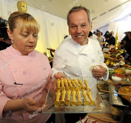 Austrian Chef Wolfgang Puck (r) and Chef Sherry Yard (l) Display Golden Chocolate Oscar Statues at a Media Preview That Will Be Served at the Governor's Ball Following the Academy Awards Show in Hollywood California Usa 24 February 2011 Food Samples Prepared by Austrian Chef Wolfgang Puck Were Featured United States Hollywood