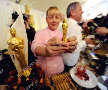 Chef Sherry Yard Displays a Golden Chocolate Oscar Statue at a Media Preview That Will Be Served at the Governor's Ball Following the Academy Awards Show in Hollywood California Usa 24 February 2011 Food Samples Prepared by Austrian Chef Wolfgang Puck Were Featured United States Hollywood