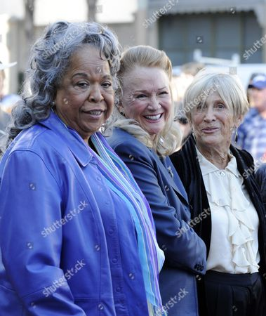Us Actress Diane Ladd (c) Poses with Reverend Della Reese (l) and Producer Barbara Boyle (r) During a Ceremony where She and Other Members of the Dern Family Were Each Honored with a Star on the Hollywood Walk of Fame on Hollywood Boulevard in Hollywood California Usa 01 November 2010 This is the First Time That an Acting Family Has Received Stars on the Same Occasion United States Hollywood