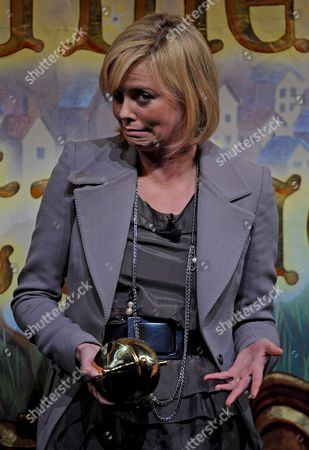 South African Actress Charlize Theron Gestures As She Holds Her Pudding Pot Following the Roast Portion of the Presentation of the 2008 Hasty Pudding Theatricals Woman of the Year at the New College Theatre On the Harvard University Campus in Cambridge Massachusetts Usa 7 February 2008 the Woman of the Year Award is Presented Annually to a Performer Who Has Made a 'Lasting and Impressive Contribution to the World of Entertainment ' and Theron Joins Other Past Honorees Including Meryl Streep Katharine Hepburn Julia Roberts Jodie Foster Meg Ryan Halle Berry and Most Recently Scarlett Johansson