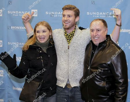 Us Actor Jon Foster (c) and His Parents Steven (r) and Gillian Foster (r) Arrives For the Premier of the Movie 'The Informers' Directed by Gregor Jordan at the 2009 Sundance Film Festival 22 January 2009 in Park City Utah This is the 25th Anniversary of the Festival Which Runs Through January 25th