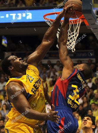 Sofoklis Schortsanitis of Maccabi Electra Tel Aviv (l) Fights For the Ball with Alan Anderson of Fc Barcelona During Their Euro League Basketball Match in the Nokia Arena in Tel Aviv on 23 February 2011 Israel Tel Aviv