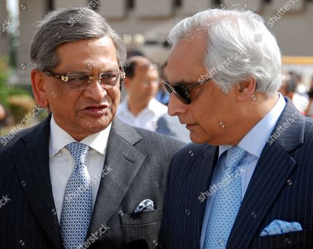 Pakistan's High Commissioner (ambassador) to India Shahid Malik (r) Talks with India's Foreign Minister S M Krishna Upon His Arrival at Chaklala Airbase in Rawalpindi Pakistan on 14 July 2010 S M Krishna Arrived in Rawalpindi on 14 July on an Official Visit with High Hopes on Both Sides to Revive the Political Level Dialogue Process Which Had Been Stalled After the Mumbai Terrorist Attacks in 2008 Pakistan Rawalpindi
