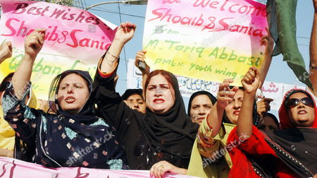 Stock Image of Supporters of Main Opposition Party Pakistan Muslim League Nawaz Youth Wing Shout Slogans During a Protest Against Indian Police in Multan Pakistan on 06 April 2010 India's Police Registered a Case Against Shoaib Malik who is in India to Marry Tennis Star Sania Mirza After an Indian Woman Ayesha Siddiqui Claimed to Be His First Wife Pakistan Multan
