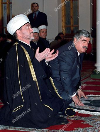 Moscow Russian Federation: the Chairman of the Council of Muftis of Russia Ravil Gainutdin (l) and Lebanese Prime Minister Rafiq Hariri (l) Pray in a Mosque in Moscow Wednesday 31 October 2001 Rafiq Hariri is on a Working Visit in Moscow