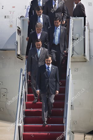 Pakistani Prime Minister Syed Yousuf Raza Gilani (c) Arrives at Andrews Air Force Base Outside Washington Dc For the Nuclear Security Summitt Which is Bringing Political Leaders From All Over the World to the Dc Area on 11 April 2010 United States Andrews Airforce Base