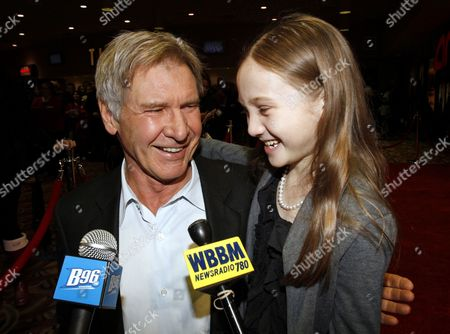 Us Actor Harrison Ford (l) and Us Actress Meredith Droeger (r) Talk to the Media on the Red Carpet Before the Premiere of the Movie 'Extraordinary Measures' in Chicago Illinois Usa 12 January 2010 the Movie Directed by Tom Vaughan Opens in the Us on 22 January United States Chicago