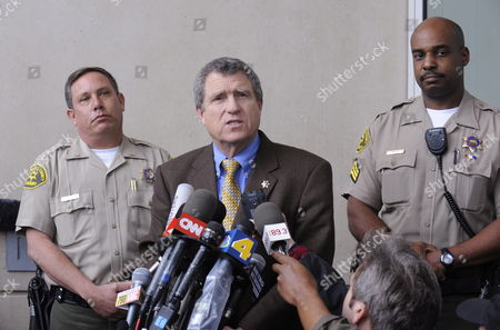 L a County Sheriff's Department Spokesperson Steve Whitmore (c) Addresses Members of the Media Gathered Outside of the Airport Courthouse Building to Announce the Cancellation of a Scheduled News Conference by Late Us Singer Michael Jackson's Personal Physician Dr Conrad Murray's Attorney Ed Chernoff in Los Angeles California Usa 05 February 2010 Murray is Expected to Surrender if Charges Are Filed Against Him in Jackson's Death United States Los Angeles