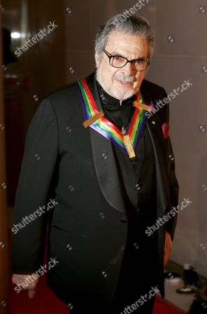 Us Pianist Leon Fleisher Arrives For the Kennedy Center Honors Gala and Performance at the Kennedy Center in Washington Dc Usa On 02 December 2007 Leon Fleisher (music) Steve Martin (comedy) Diana Ross (music) Martin Scorsese (film) and Brian Wilson (music) Are Being Honoured For Their Lifetime Contributions to American Culture the Gala Performance Will Be Attended by Political Dignitaries and Artists From Around the World