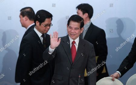 Vietnam President Nguyen Minh Triet (c) Waves Before Opening Ceremony of the Russian-vietnam Business Forum in Hanoi Vietnam 31 October 2010 Russian President Dmitry Medvedev and Vietnam President Nguyen Minh Triet Discussed with Businessmen About New Way of Developing Business Cooperation Between the Two Countries Viet Nam Hanoi