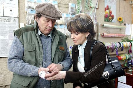 'Where The Heart Is'   TV   Series 9 Pictured:  Ralph (George Costigan) and Jean (Jan Francis).