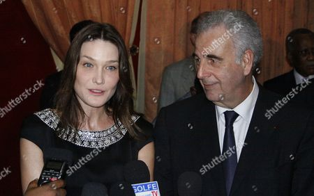 First Lady of France Carla Bruni-sarkozy (l) and Michel Kazatchkine (r) Executive Director of the Global Fund to Fight Aids Talk to Journalists at the Presidential Palace in Cotonou After a Meeting with the President of Benin Thomas Yayi Boni in Benin 26 January 2010 Carla Bruni-sarkozy is on a Two-day Visit in Benin As Aids Ambassador For the Global Fund Benin Cotonou