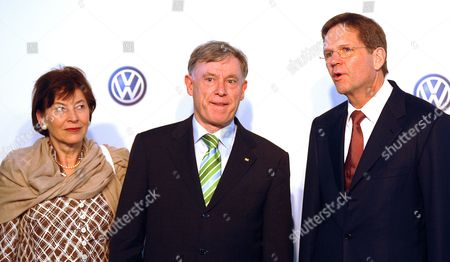 German First Lady Eva Luise (l) German President Horst Kohler (c) and Volkswagen Ag Member of the Board of Management Jochem Heizmann (r) Look on During Their Visit to the Volkswagen Factory in Pune India on 04 February 2010 After His Six-day State Visit in India Koehler Will Visit South Korea India Pune