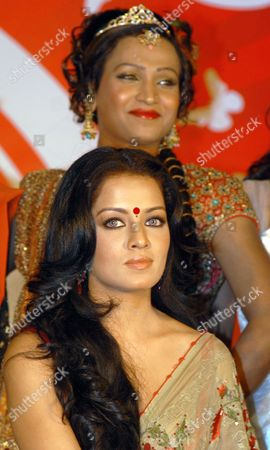 Bollywood Actress Celina Jaitley (front) Attends a Media Conference with Transgender People to Announce the 'Indian Super Queen' the First Ever Beauty Pageant For the Transgender Community in India in Mumbai India 11 January 2010 the Contest Will Begin with Auditions in Ten Cities - Delhi Mumbai Bangalore Chennai Hydrabad Bhopal Bhubaneshwar Ahmedabad Jaipur and Kolkata and the Winner Will Be Crowned As the Indian Super Queen During the Grand Finale on 21 February 2010 India Mumbai