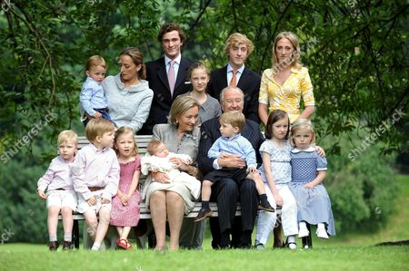 Prince Emmanuel , Prince Gabriel, Princess Elisabeth, little Princess Eleonore, children of Prince Philippe. Queen Paola and King Albert with Aymeric, son of Prince Laurent. Princess Laetitia Maria, Princess Louise at the back. Princess Claire and her son Nicolas, Prince Amedeo, Princess Luisa Maria, Prince Joachim, Princess Maria Laura.