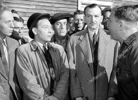 'The Way Ahead'   Film L-R.Jimmy Hanley, Leslie Dwyer, Stanley Holloway and Raymond Huntley