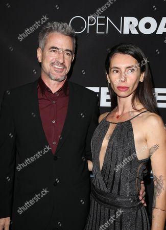 Dermot Mulroney, Tharita Cesaroni