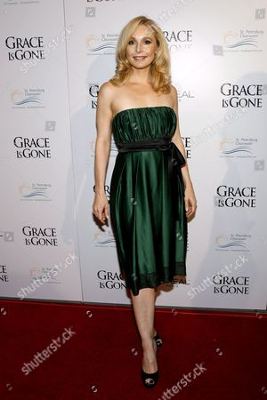 Us Actress Elle Travis Arrives For the Film Premiere of 'Grace is Gone' in Los Angeles California Usa 28 November 2007 the Film by Us Director James C Strouse is About a Father Who Takes His Two Daughters On a Road Trip When He Was Hearing That His Wife Was Killed in the Iraq War