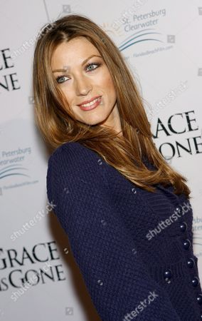 Us Actress Natalie Zea Arrives For the Film Premiere of 'Grace is Gone' in Los Angeles California Usa 28 November 2007 the Film by Us Director James C Strouse is About a Father Who Takes His Two Daughters On a Road Trip When He Was Hearing That His Wife Was Killed in the Iraq War