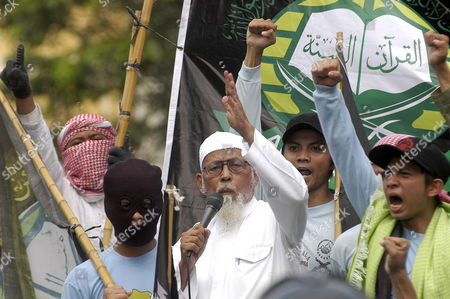 Stock Image of Indonesian Muslim Cleric Abu Bakar Baasyir (c) Accompanied by His Supporters Shouts Slogans During an Anti-israel Rally in Solo Indonesia 01 June 2010 As They Condemn Israel's Deadly Attack on Gaza-bound Humanitarian Aid Flotilla on 31 May 2010 at Least 10 Pro-palestinian Activists Were Killed and Dozens Were Wounded Aboard an Aid Flotilla Bound For the Gaza Strip when Israeli Naval Commandos Seized Control of the Boats the Israeli Army Said Indonesia Solo