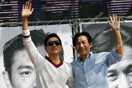 Chinese Actor Andy Lau (l) Waves to Fans with South Korean Actor Ahn Sung-ki(r) During a Press Conference at 11th Busan International Film Festival in Busan South Korea Friday 13 October 2006 11th Piff is Preparing to Leap Into the Next 10 Years with a Secured Footing on the Last 10years Achievements Piff Became One of the Most Important Film Festivals in Asia Korea, Republic of Busan