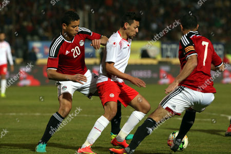 Egyptian player Saad Samir (L) and Ahmed Fathy  in action against Tunisian Youssef Msakni (C) during a friendly soccer match as preparation for the 2017 African Cup of Nations between  Egypt and Tunisia at the Cairo Stadium inv Cairo, Egypt, 08 January 2017.