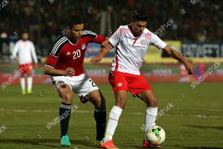 Egyptian player Saad Samir (L) in action against Tunisian Youssef Msakni (R) during a friendly soccer match as preparation for the 2017 African Cup of Nations between  Egypt and Tunisia at the Cairo Stadium inv Cairo, Egypt, 08 January 2017.