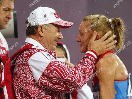 Yuliya Zaripova of Russia (r) Celebrates with Members of Team Russia After Winning the Women's 3000m Steeplechase Final at the London 2012 Olympic Games Athletics Track and Field Events at the Olympic Stadium London Britain 06 August 2012 United Kingdom London