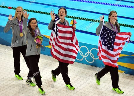 (l-r) Us Swimmers Missy Franklin (r) Rebecca Soni (2l) Dana Vollmer (l) and Allison Schmitt (2r) During the Medal Ceremony After Winning the Gold Medal in the Women's 4x100m Medley Relay During the London 2012 Olympic Games Swimming Competition London Britain 04 August 2012 United Kingdom London