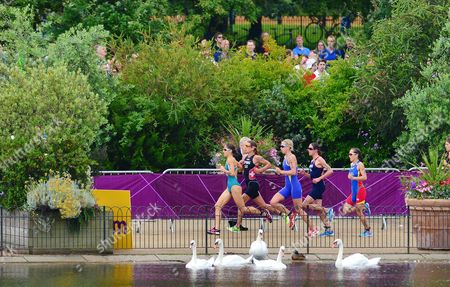Erin Densham of Australia (l-r) Nicola Spirig of Switzerland Lisa Norden of Sweden Helen Jenkins of Great Britain and Ainhoa Murua of Spain Compete in the Running Section of the Women's Race of the London 2012 Olympic Games Triathlon Competition at the Hyde Park London Britain 04 August 2012 United Kingdom London