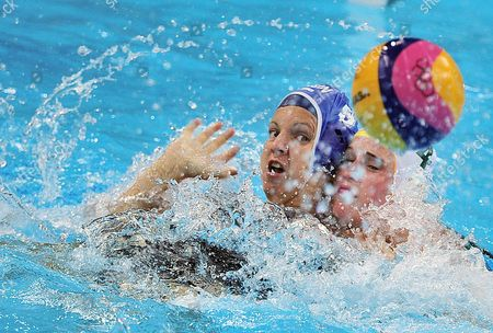 Australia's Holly Lincoln-smith (r) and Hungary's Ildiko Toth Fight For Control of the Ball in the Women's Bronze Medal Match at the London 2012 Olympic Games Water Polo Competition London Britain 09 August 2012 United Kingdom London