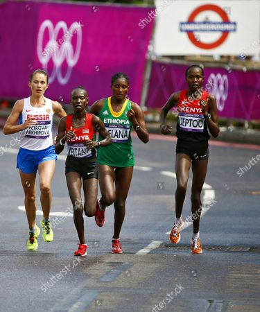 Tatyana Petrova Arkhipova (l) of Russia Mary Jepkosgei Keitany (2nd L) of Kenya Tiki Gelana (2nd R) of Ethiopia and Priscah Jeptoo (r) of Kenya Compete During the Women's Marathon in the London 2012 Olympic Games Marathon Competition London Britain 05 August 2012 United Kingdom London