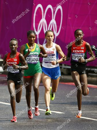 Mary Jepkosgei Keitany (l) of Kenya Tiki Gelana (2nd L) of Ethiopia Tatyana Petrova Arkhipova (2nd R) of Russia and Priscah Jeptoo (r) of Kenya Compete During the Women's Marathon in the London 2012 Olympic Games Marathon Competition London Britain 05 August 2012 United Kingdom London