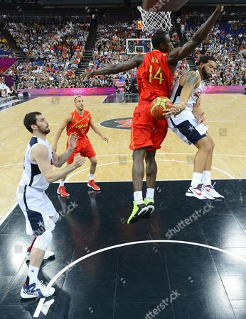 Usa's Deron Williams (r) Passes the Ball to Kevin Love (l) Behind the Back of Spain's Serge Ibaka (c) During the First Half of Their Gold Medal Game at the London 2012 Olympic Games Basketball Competition London Britain 12 August 2012 United Kingdom London