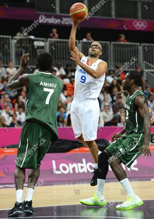 France's Tony Parker (c) Goes to the Basket Against Nigeria's Al-farouq Aminu (l) and Chamberlain Oguchi (r) in the Second Half of the Game For the London 2012 Olympic Games Basketball Competition London Britain 06 August 2012 United Kingdom London