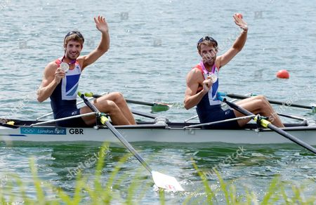 Great Britain's Mark Hunter (r) and Zac Purchase Show the Silver Medals After the Lightweight Men's Double Sculls Final During the London 2012 Olympic Games Rowing Competition at the Eton Dorney Rowing Centre Near the Village of Dorney West of London Britain 04 August 2012 Epa/rainer Jensen United Kingdom Dorney