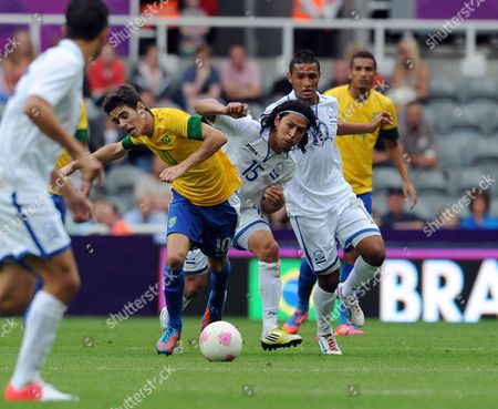 Oscar Dos Santos Emboaba Junior of Brazil (2nd L) is Fouled by Roger Espinoza of Honduras (c) Which Resulted in a Red Card During the Brazil Vs Honduras Men's Quarterfinal Match at the St James' Park Stadium For the London 2012 Olympic Games Soccer Tournament Newcastle Britain 04 August 2012 United Kingdom Newcastle Upon Tyne