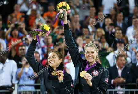 Usa's Kerri Walsh Jennings (r) and Misty May-treanor Celebrate Their Win Over Compatriots Kessy/ross in the Women's Gold Medal Match at the London 2012 Olympic Games Beach Volleyball Competition at the Horse Guards Parade London Britain 08 August 2012 United Kingdom London