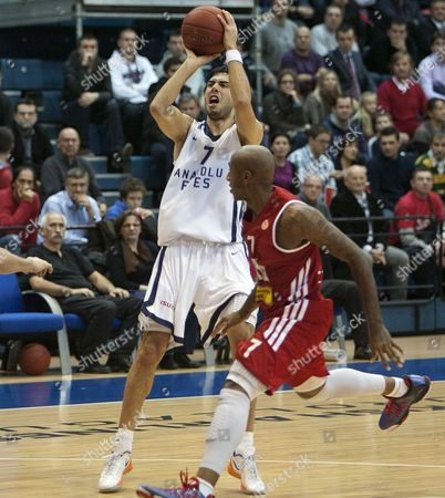 Sasha Vujacic (l) of Bc Anadolu Efes Istanbul Struggles For the Ball with Bracey Wright of Cedevita Zagreb (r) During the Euroleague Basketball Match in Zagreb Croatia 29 November 2012 Croatia Zagreb