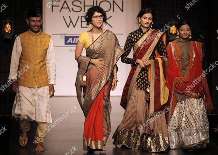 Bollywood Director-producer Kiran Rao (2l) and Mahadev Gosalkar (l) Inspirational Farmer Present Creations by Indian Designer Vikram Phadnis During the Lakme Fashion Week Summer/resort 2013 in Mumbai India 25 March 2013 Around 70 People Including 30 Celebrities and Swades Foundation Staff Took to the Catwalk Vikram Phadnis Partnered with the Ngo Swades Foundation That Works For the Empowerment of Rural Indian Regions to Dedicate the Collection For the Cause India Mumbai