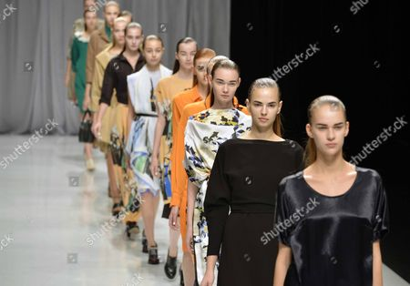 Models Present Creations by Japanese Designer Chinami Kamishima For Her Label Kamishima Chinami During the Mercedes-benz Fashion Week in Tokyo Japan 15 October 2012 the Presentation of the Spring / Summer 2013 Collections Runs From 13 to 20 October Japan Tokyo