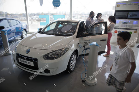 A Family Looks at an Electric Car of the Us-israeli 'Better Place' Company in Their Showroom in Tel Aviv Israel 03 October 2012 the Board of Electric Car Venture Has Removed Founder Shai Agassi As Ceo of the Global Company on 02 October 2012 He Will Be Replaced by Evan Thornley Currently Head of the Company's Australian Unit Better Place Has Accumulated a Loss of Almost 380 Million Euros Since It was Founded in 2007 Better Place Says It Currently Has More Than 750 Customers in Israel and Denmark Its Two Biggest Countries of Operation Israel Tel Aviv