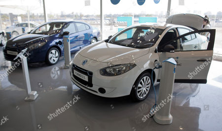Stock Image of A Family Looks at an Electric Car of the Us-israeli 'Better Place' Company in Their Showroom in Tel Aviv Israel 03 October 2012 the Board of Electric Car Venture Has Removed Founder Shai Agassi As Ceo of the Global Company on 02 October 2012 He Will Be Replaced by Evan Thornley Currently Head of the Company's Australian Unit Better Place Has Accumulated a Loss of Almost 380 Million Euros Since It was Founded in 2007 Better Place Says It Currently Has More Than 750 Customers in Israel and Denmark Its Two Biggest Countries of Operation Israel Tel Aviv