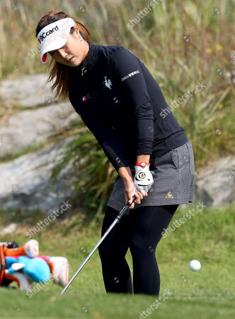 South Korean Golfer Kim Ha-neul Chips During the Second Round of the 2012 Lpga South Korean Championship at Sky72 Club in Incheon South Korea 20 October 2012 Korea, Republic of Incheon