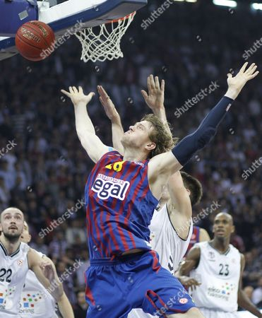 Barcelona Regal's C J Wallace (front) Tries to Basket Under Defence of Besiktas Istanbul's Gasper Vidmar (back) During Their Euroleague Group D Basketball Match in Istanbul Turkey 30 November 2012 L Turkey Istanbul